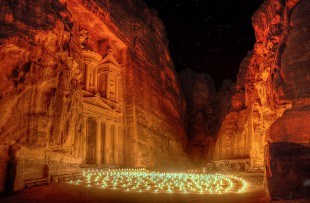 Petra_by_Night,_Jordan_Wiki